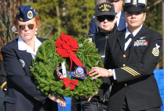 slideshow-carry-wreath